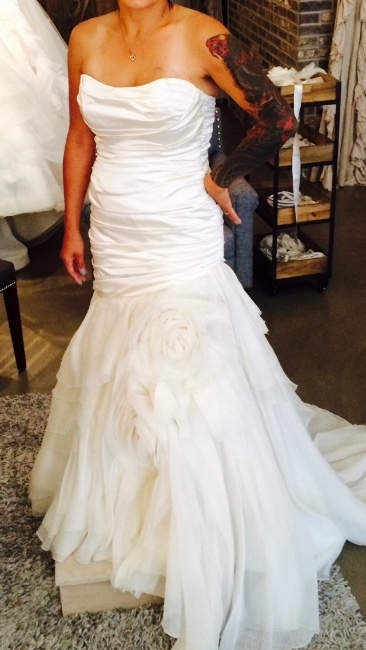 California couture wedding dress not yet worn sizes for How to sell wedding dress never worn