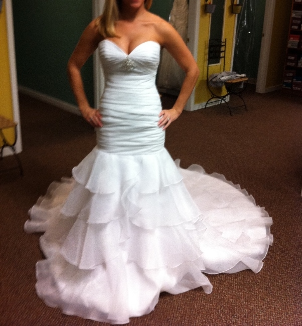New york beautiful fitnflare never worn sizes 2 4 for How to sell wedding dress never worn