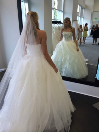 North carolina never worn vera wang ball gown sizes 6 8 for How to sell wedding dress never worn