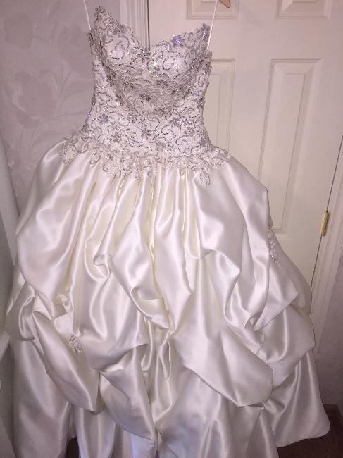 California New Never Worn Wedding Dress Sizes 2 4